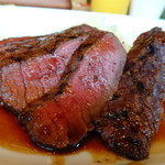 73549301 - *モモ肉は少し噛みごたえがありますけれど、このお値段としては十分美味しい。 マッシュポテトがタップリ添えられているのもいいですね。
