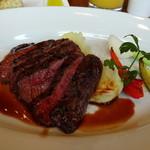 on A TABLE - ◆メインは「牛モモ肉のグリル(1600円:税込)をチョイス。