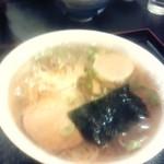 味舞三日月  - ラーメン(奥にチラッと同行者の肉丼)