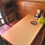 みつや食堂 - テーブル席