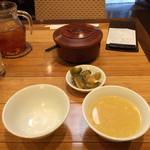 個室中華 頤和園 - ご飯、スープ、ザーサイ