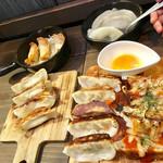 東京餃子 あかり - 見渡す限りの餃子。