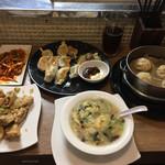 73551760 - 蓮根肉詰め山椒風味、野菜たっぷりの辛味和え、五目野菜スープ、名物小龍包(4ヶ)、餃子の盛り合わせ、黒烏龍茶