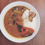 タイムピース カフェ - ソーセージと野菜のスパイシーカレー