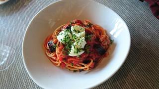 ラ クチーナ ディ イク - イタリア産生ソーセージとナス モッツァレラのトマトソース♪