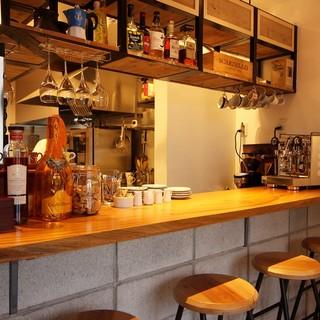 【winebar&cafeの2スタイルで楽しめる】カウンター