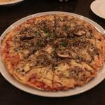 Pizza&イタリアンレストラン NICOLA - 料理写真:きのこのピザ M