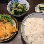 73557233 - 小皿(各170円)                       ゴーヤ、ワカメ、ツナの和え物                       キムチ青パパイヤ入りヒラヤーナ(沖縄版チヂミ)                                              小皿セット(210円)                       ご飯、漬物、みそ汁                                              どれも美味い〜
