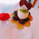 ザ・東京フルーツ パーラー - 葡萄のパフェ