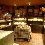 ラ・パウザ 小麦の家 - 自家製パンコーナー