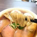 らぁ麺 紫陽花 - 麺箸上げ