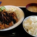八起 - ボリューム有る大きいチキンカツ定食500円!