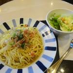 サンマルクカフェ - 料理写真:ベーコンとレタスのペペロンチーノ