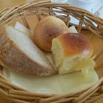 カギタエ - 自家製パン。