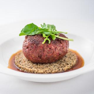 ボリューム満点のお肉料理と創作野菜料理