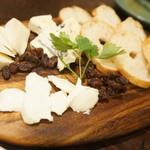 ビステッカ ニク バル プラスサンジュウロク - チーズ盛り