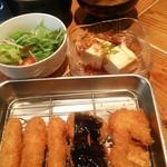 73565241 - 串カツ定食はご飯 味噌汁 サラダがおかわり自由で500円!!