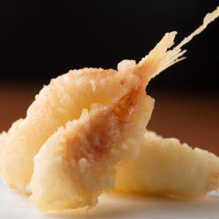 魚介、佐賀牛、都農産野菜を中心とした「天ぷら」「鉄板焼き」