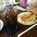 パニパニ - ピザドッグ&アイスコーヒー