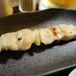焼鳥専門 ぎんねこ - 串のフルコース7串750円 サッポロ生550円 突出しキュウリは無料