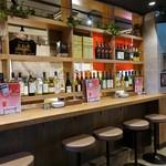 なんば西ワイン食堂 Bargran - 店内のカウンター席