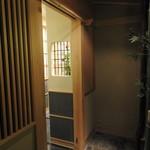 銀座 すし四季 - 一般客用カウンター席の入り口。
