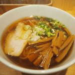 佐々木製麺所 - 料理写真:醤油そば750円+大盛り100円+メンマ100円