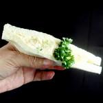 パオン昭月 - 三色サンドのポテサラサンド