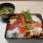 九谷 - 北海ちらしと味噌汁