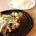 Sutekinodon - 日替わりランチ ¥730 <1>豚バラ盛りコクマヨハンバーグ