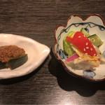 酒廊 而空 - 本場四川の麻婆豆腐 ¥1,000 に付く小鉢