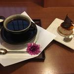 武蔵野茶房 - カフェピスタチオと特製ブレンドコーヒーのセット962円