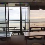 タイ料理889 - 窓の外には湘南海岸
