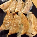 らーめん二男坊 - 餃子@350円    やたらと甘い餡。ならば柚子胡椒で食べたいな。そしてラーメンに引き続きこちらも冷めてる。。。
