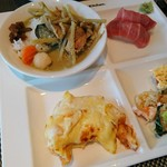 73584120 - グリーンカレー、寿司、ラザニア、キッシュ、炒飯