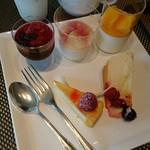 シェフズ ライブ キッチン - ハスカップのゼリー、桃の杏仁豆腐など