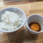 くろ松 - うに醤油漬け卵黄ご飯 200円
