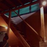 喫茶ラクタ - 2階への階段。常連は躊躇なく上がって行く感じ。