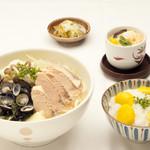 たけ山 - 秋鮭と宍道湖産大和しじみの味噌バターうどん