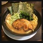 日の出らーめん - 横浜醤油らーめん 大盛り 810円