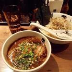 カラシビつけ麺 鬼金棒 - カラシビつけ麺880円(とトッピングの海苔100円)