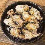 キッチン ソウショー - まぐろ鉄板岩塩焼き-鉄皿