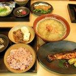 一汁五穀 秋田店 - 銀鮭の京粕漬け焼きと肉豆腐定食