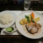 シュガーキューブ - 日替わりランチ「マグロのソテー(サラダ・スープ・ドリンク付)」 900円