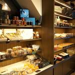 CALVA - 店内右側焼き菓子&コンフィチュールなど