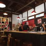 カフェ カリアーリ - 店内には挽き豆も売っています