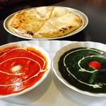 インドカレー ハルカ - チーズナンランチセット。カレー2種類選べるお得なセット。