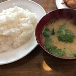 洋食 大かわ - ご飯とみそ汁