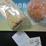 73597656 - 購入したパン 2個で691円