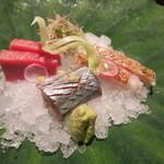 奈良 而今 - 29年9月 造り 本鮪中トロ、秋刀魚、ノドグロ焼き霜